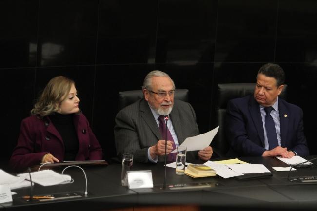 Bernardo Bátiz Vázquez en el senado