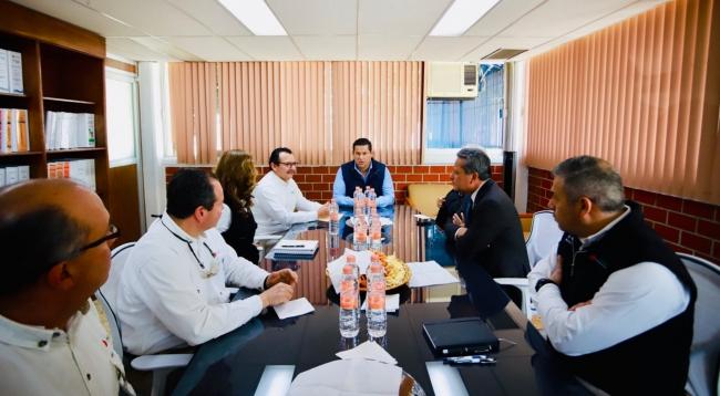 Diego Sinhue Rodríguez Vallejo supervisa obras en terminal ferroviaria