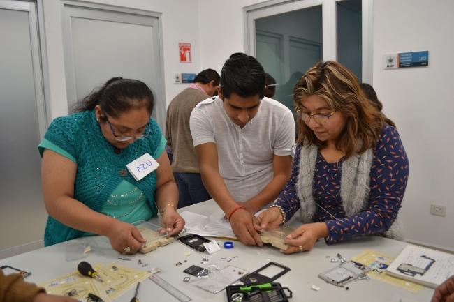Estudiantes y académico de la BUAP idearon un microscopio