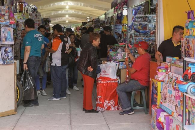 Feria de Juguete en la explanada del Monumento a la Madre