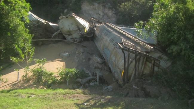Protección Civil de Colima atiende descarrilamiento de tren
