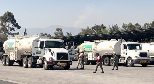 Siguen contratando chóferes en Pemex