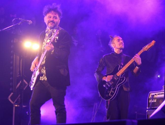 Café Tacvba enloquece a fans en el Vive Latino