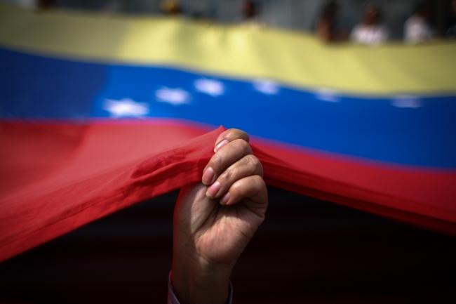 Se manifiestan contra Nicolás Maduro por cortes de energía