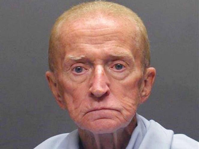 Abuelo roba banco para regresar a la cárcel