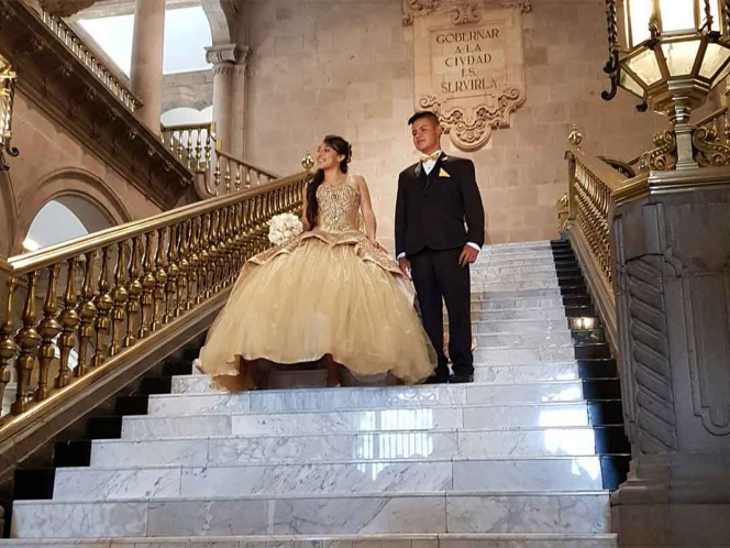 Reestrenan el Antiguo Palacio del Ayuntamiento con fotos de Quinceañera