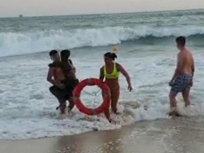 Salvavidas argentina rescató a niño negro que pensó no le rescataría