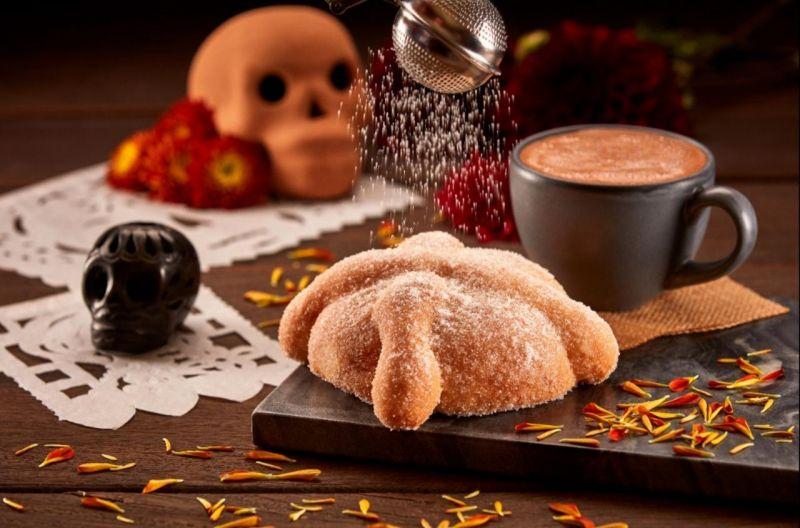 La División de Cafeterías de CMR Del Bosque Restaurante, Matil'd Bistró y Nube 7, presenta durante el mes de octubre y hasta el 10 de noviembre su tradicional Pan de Muerto.